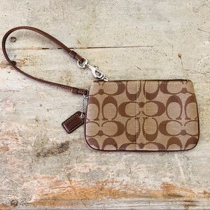 ♥️ Coach ♥️ Signature Brown Wristlet